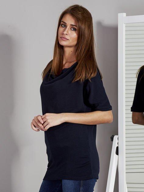 Bluzka damska z lejącym dekoltem granatowa                              zdj.                              3