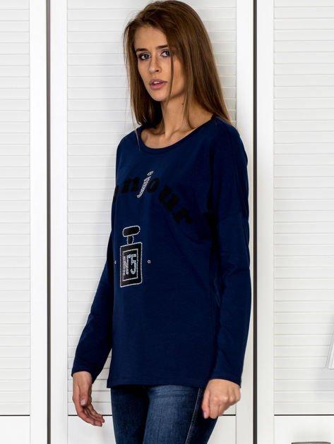 Bluzka damska z motywem perfum i dżetami granatowa                              zdj.                              2