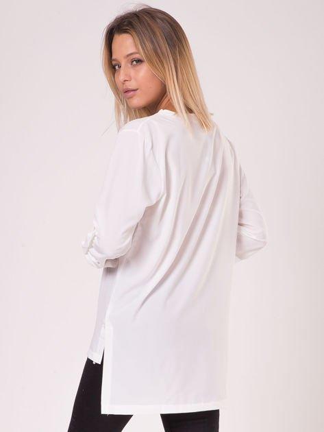 Bluzka ecru V-neck z podwijanymi rękawami                              zdj.                              4