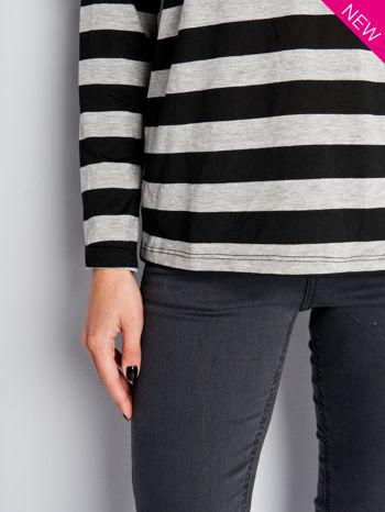 Bluzka w czarno-szare paski z obniżaną linią ramion                                  zdj.                                  3