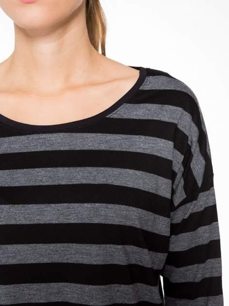 Bluzka w szaro-czarne paski z obniżoną linią ramion                                  zdj.                                  6