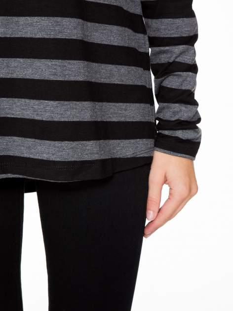 Bluzka w szaro-czarne paski z obniżoną linią ramion                                  zdj.                                  7