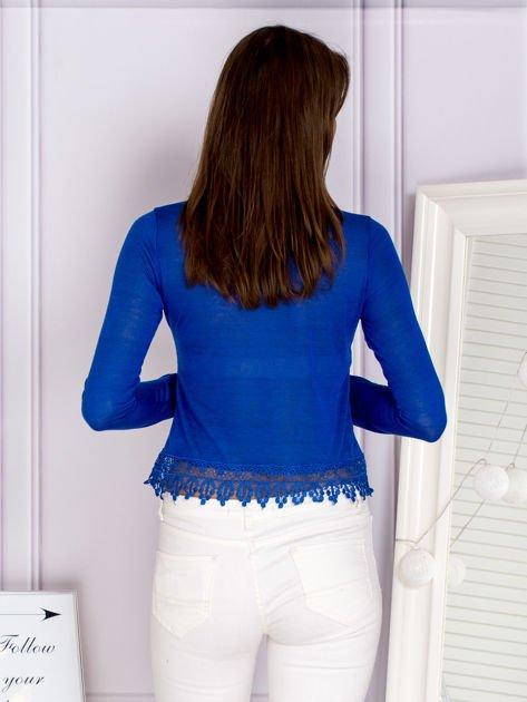 Bluzka z koronkowym wykończeniem kobaltowa                                  zdj.                                  2