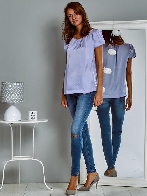 Błyszczący satynowy t-shirt fioletowy                                  zdj.                                  4