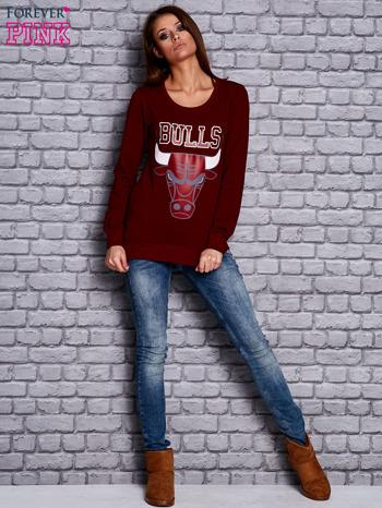 Bordowa bluza z napisem BULLS                              zdj.                              4
