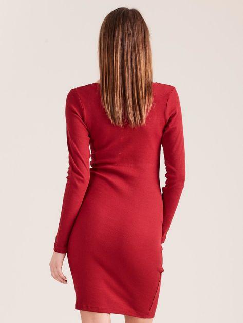 Bordowa dopasowana sukienka z guzikami                              zdj.                              2