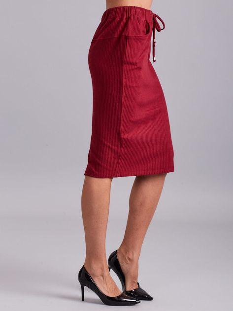 Bordowa prążkowana spódnica z kieszeniami                              zdj.                              3