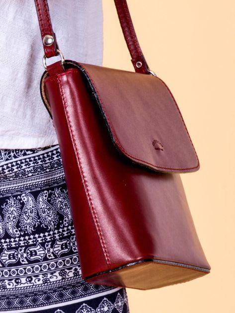 Bordowa skórzana torebka z klapką                              zdj.                              4