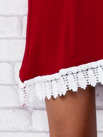 Bordowa sukienka z koronkowym wykończeniem                                  zdj.                                  6