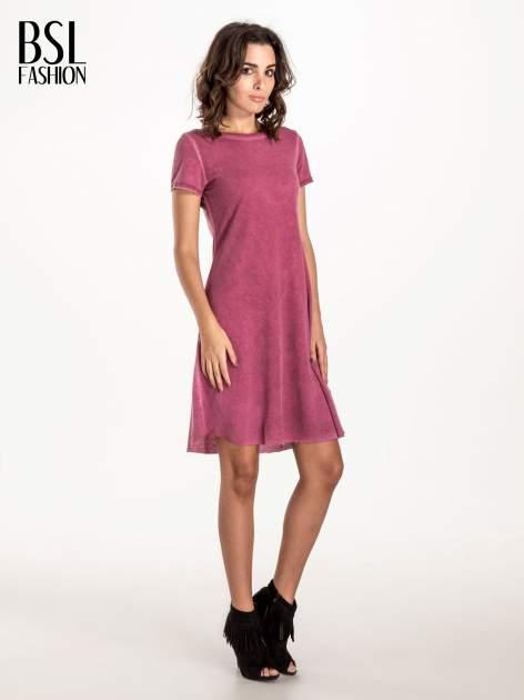 Bordowa sukienka z surowym wykończeniem                                  zdj.                                  3