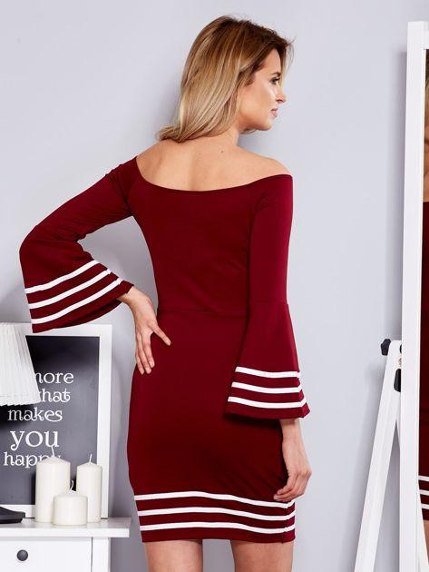 Bordowa sukienka z szerokim rękawem                                  zdj.                                  2