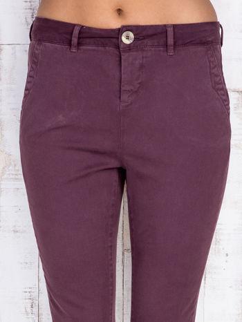 Bordowe proste spodnie z kieszeniami na guziki                                  zdj.                                  4