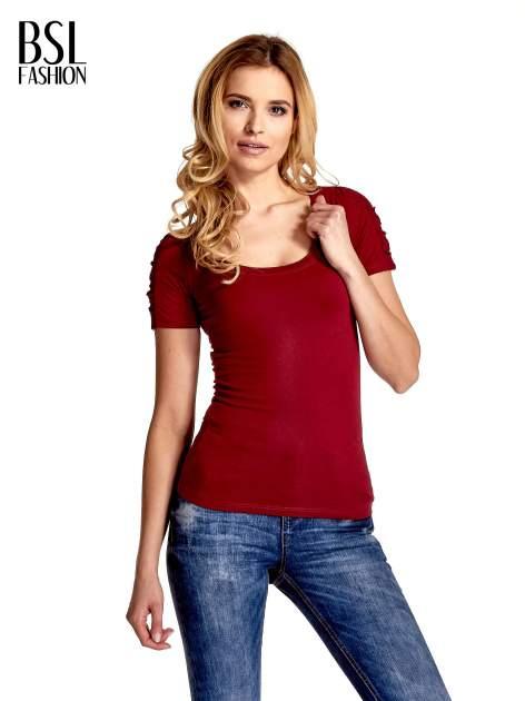 Bordowy t-shirt z koronkową wstawką na rękawach