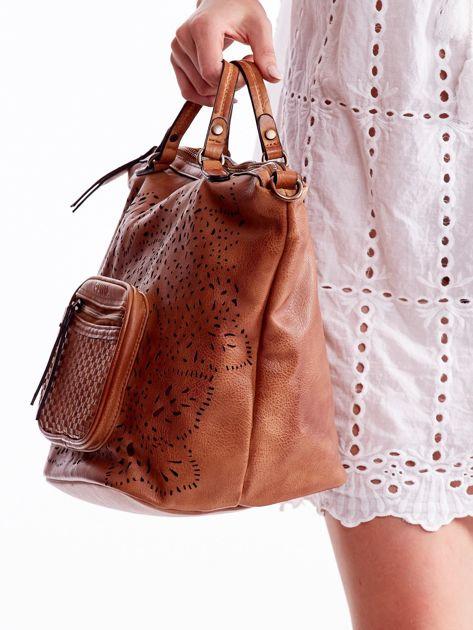 Brązowa ażurowa torba z plecioną kieszonką                              zdj.                              4