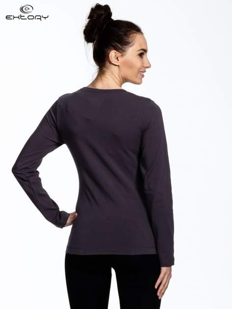 Brązowa bluzka sportowa z dekoltem U                                  zdj.                                  3