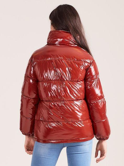 Brązowa błyszcząca pikowana kurtka                              zdj.                              2