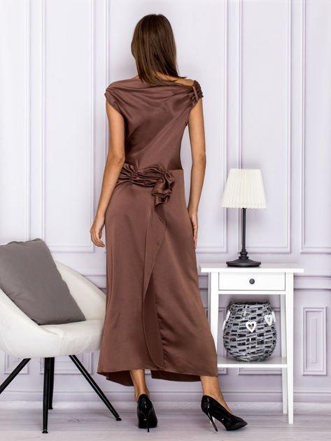 Brązowa długa sukienka z falbaną                              zdj.                              2