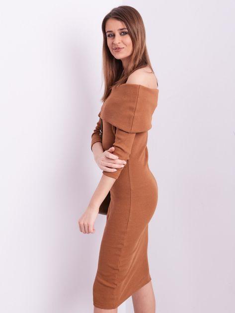 Brązowa dopasowana sukienka z odkrytymi ramionami                              zdj.                              3