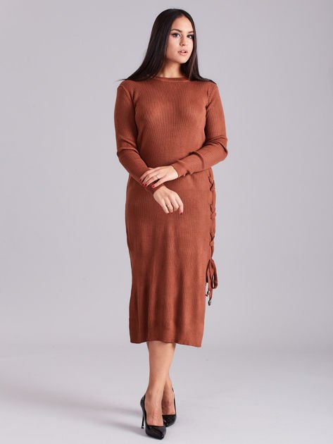 Brązowa sukienka dzianinowa z bocznym sznurowaniem                              zdj.                              1