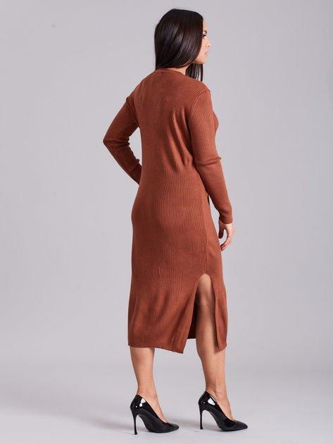 Brązowa sukienka dzianinowa z bocznym sznurowaniem                              zdj.                              2