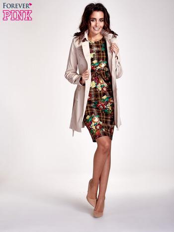 Brązowa sukienka w kratę z kwiecistym nadrukiem                                   zdj.                                  2