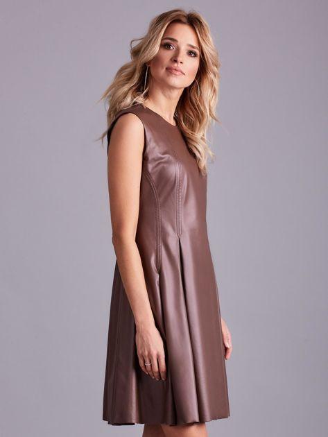 Brązowa sukienka z ekoskóry                              zdj.                              3