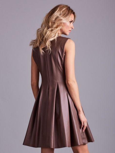 Brązowa sukienka z ekoskóry                              zdj.                              2