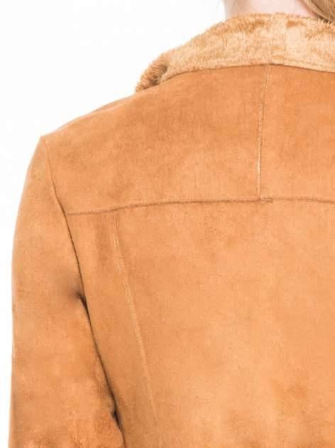 Brązowa zamszowa kurtka z futrzanymi klapami                                  zdj.                                  7