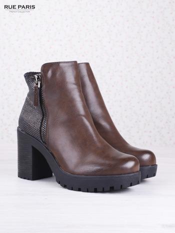 Brązowe botki faux leather z ciemną wstawką ze skóry węża zapinane na suwak                              zdj.                              2