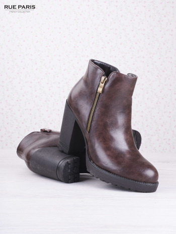 Brązowe skórzane botki faux leather Dakota na słupku zapinane na suwak                                  zdj.                                  3