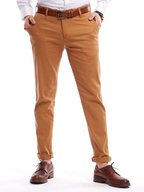 Brązowe spodnie męskie chinosy o prostym kroju                              zdj.                              1
