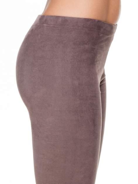 Brązowe zamszowe legginsy damskie                                  zdj.                                  5