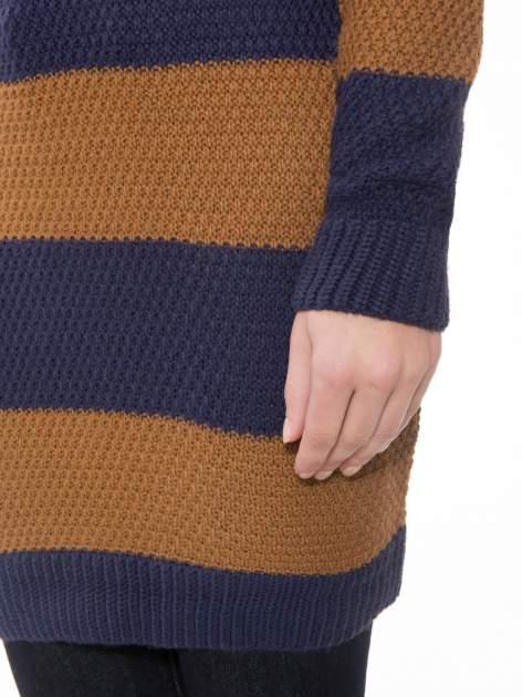 Brązowo-granatowy długi sweter w paski z guziczkami przy ramionach                                  zdj.                                  6