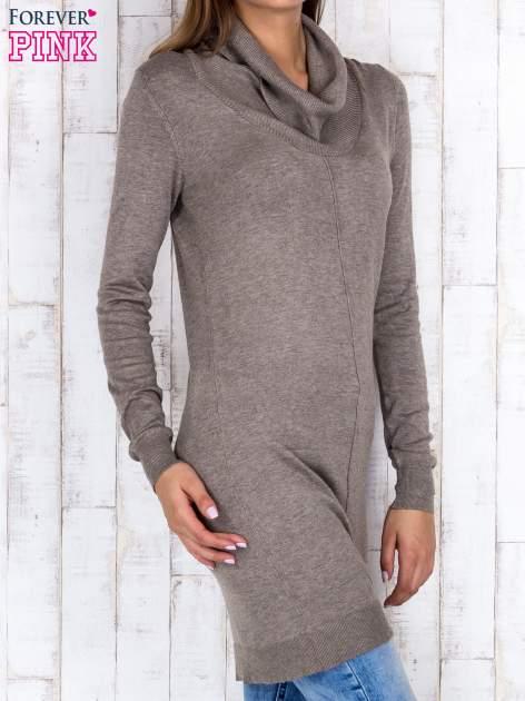 Brązowy długi sweter z golfem i dekoltem w prążki                                  zdj.                                  3