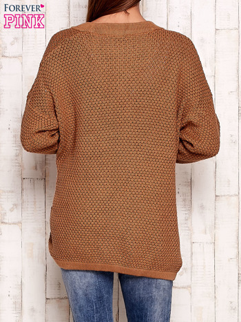 Brązowy fakturowany otwarty sweter                                   zdj.                                  4