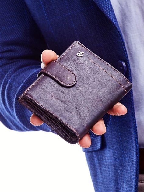 Brązowy portfel dla mężczyzny z ozdobnymi przeszyciami                              zdj.                              2