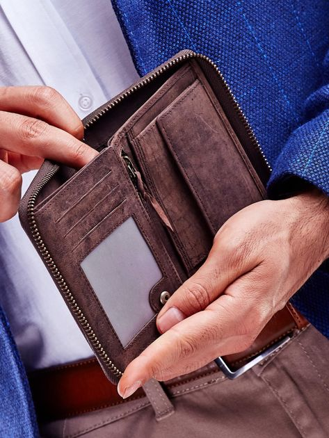 Brązowy portfel dla mężczyzny z tłoczonym emblematem                              zdj.                              4