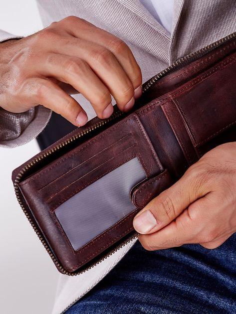 Brązowy portfel męski skórzany z pionowym tłoczeniem                              zdj.                              2