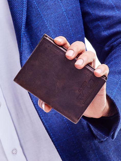 Brązowy portfel męski z tłoczonym napisem                              zdj.                              1