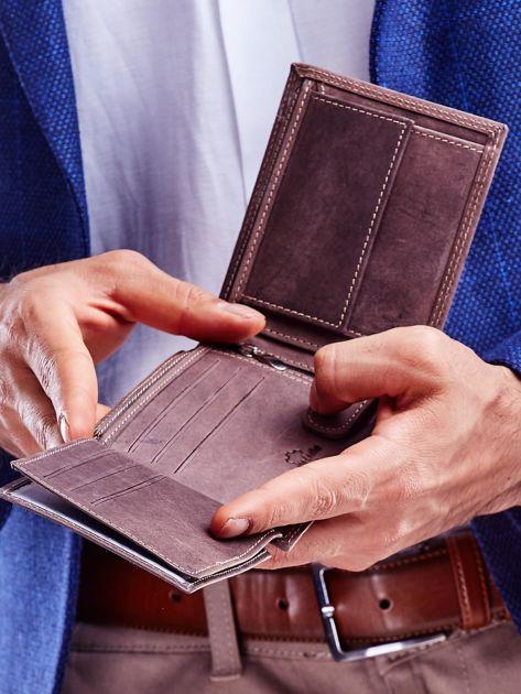 Brązowy portfel męski ze skóry naturalnej na zatrzask                              zdj.                              5