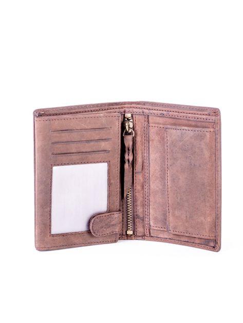 Brązowy portfel skórzany z tłoczeniem i przeszyciami                              zdj.                              4