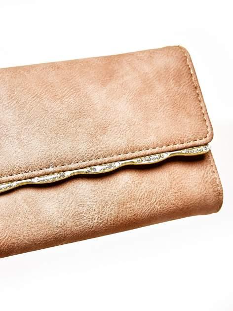 Brązowy portfel z ozdobną aplikacją                                  zdj.                                  6