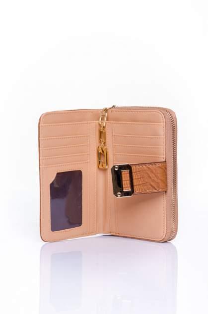 Brązowy portfel z ozdobną złotą klamrą                                  zdj.                                  4