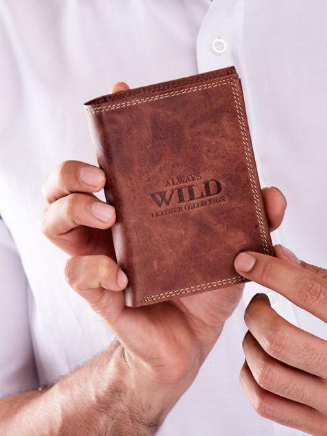 Brązowy skórzany portfel dla mężczyzny z tłoczonym napisem