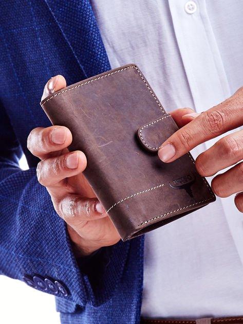 Brązowy skórzany portfel męski z wytłaczanym logiem                              zdj.                              6