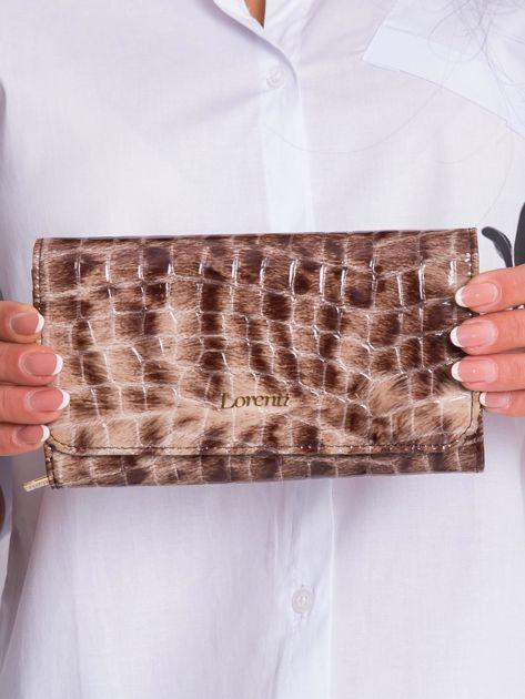 Brązowy skórzany portfel w zwierzęce desenie