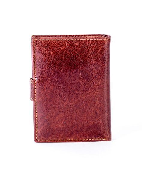 Brązowy skórzany portfel z tłoczeniem i zapięciem na zatrzask                              zdj.                              2