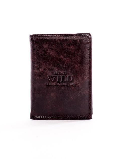 Brązowy skórzany portfel z tłoczonym logiem