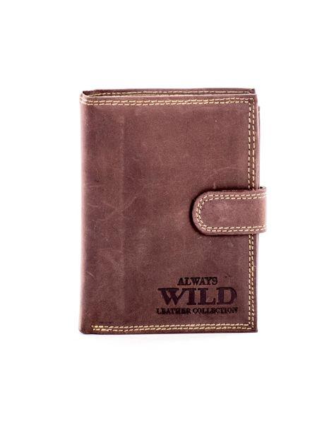 Brązowy skórzany portfel z tłoczonym napisem