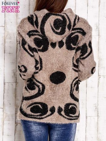 Brązowy sweter long hair z ornamentowym motywem                                  zdj.                                  4